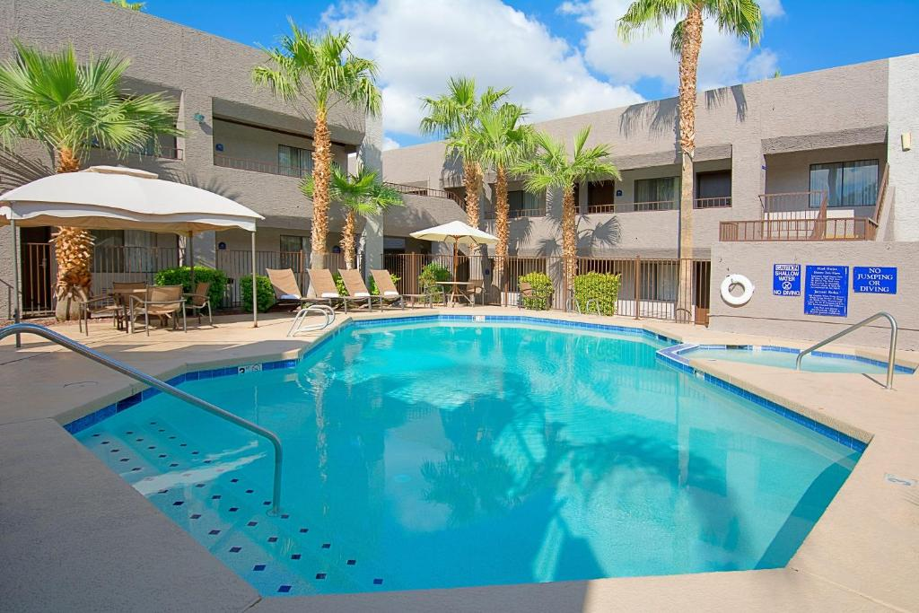 The swimming pool at or near Hotel Tempe/Phoenix Airport InnSuites Hotel & Suites