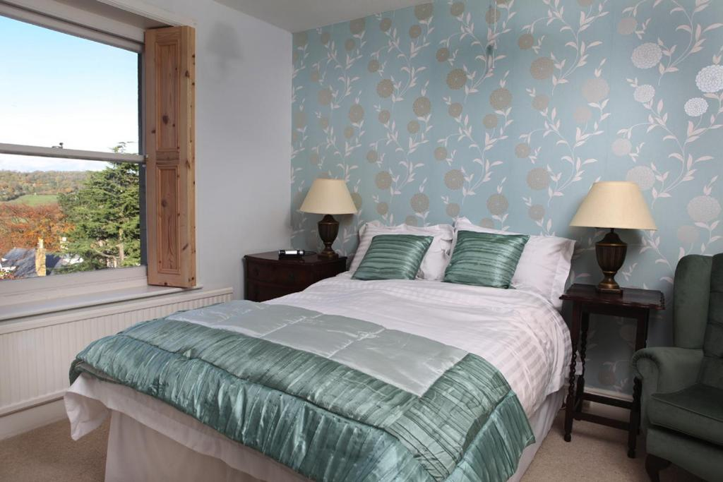 A bed or beds in a room at Malvern View