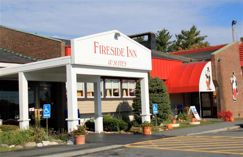 The facade or entrance of Fireside Inn & Suites Waterville