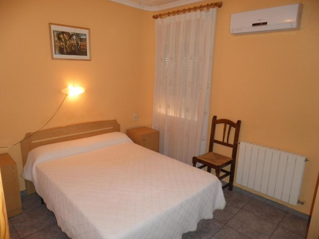 A bed or beds in a room at Hostal Alba