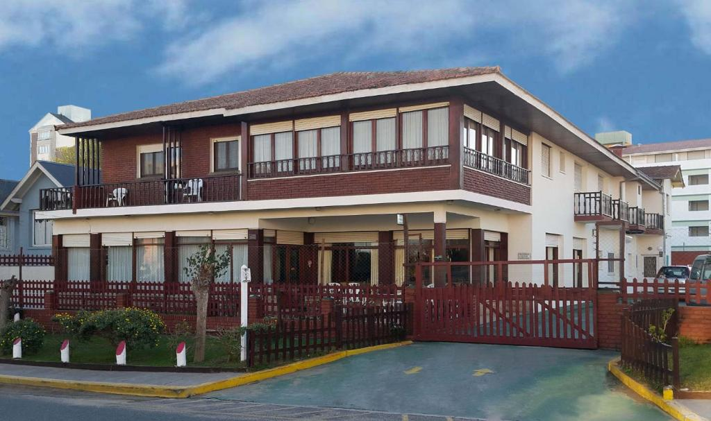 Hotel Venezia (Argentina Villa Gesell) - Booking.com