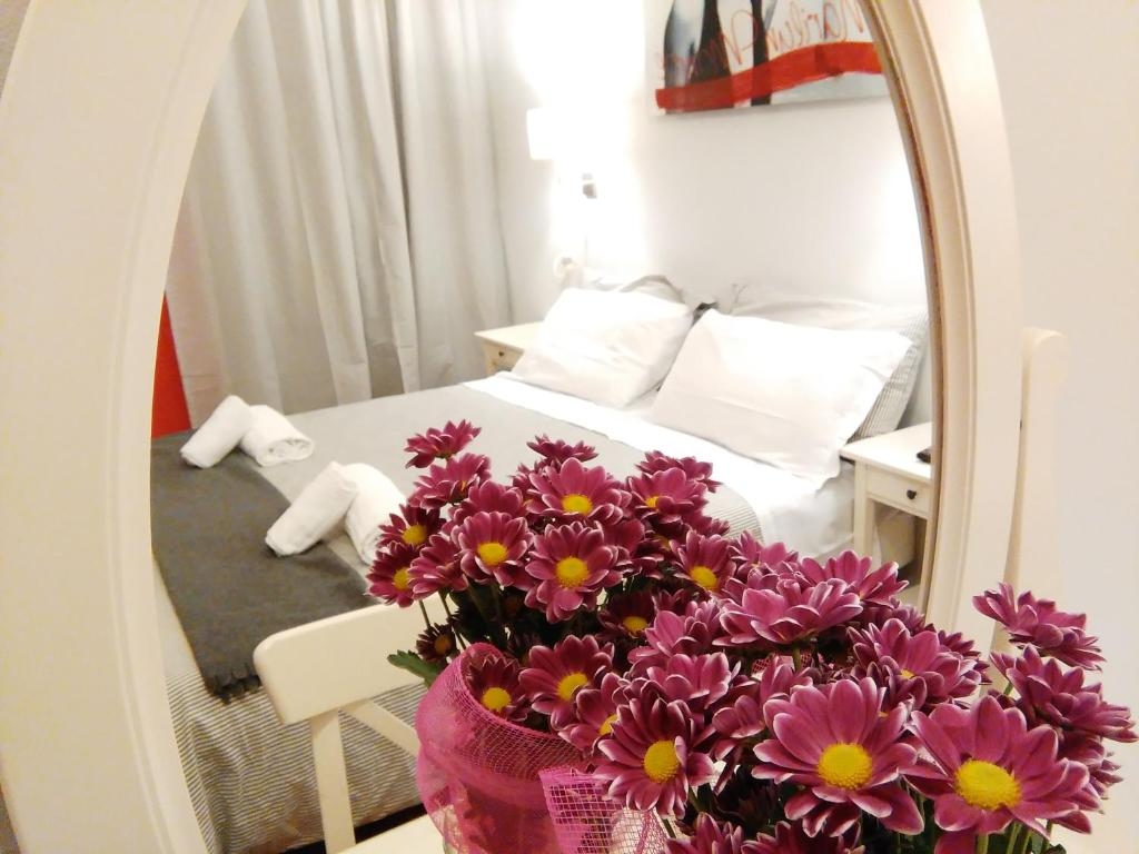A bed or beds in a room at Villa Borghese Guest House