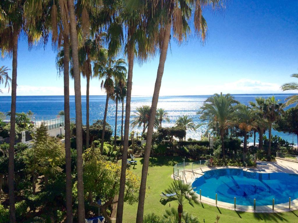 Vista de la piscina de Apartamentos Gran Marbella o alrededores
