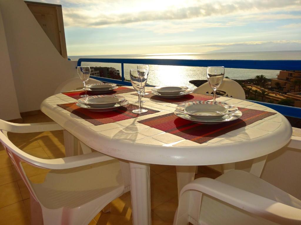 Ein Restaurant oder anderes Speiselokal in der Unterkunft Apartments Paraíso del Sur