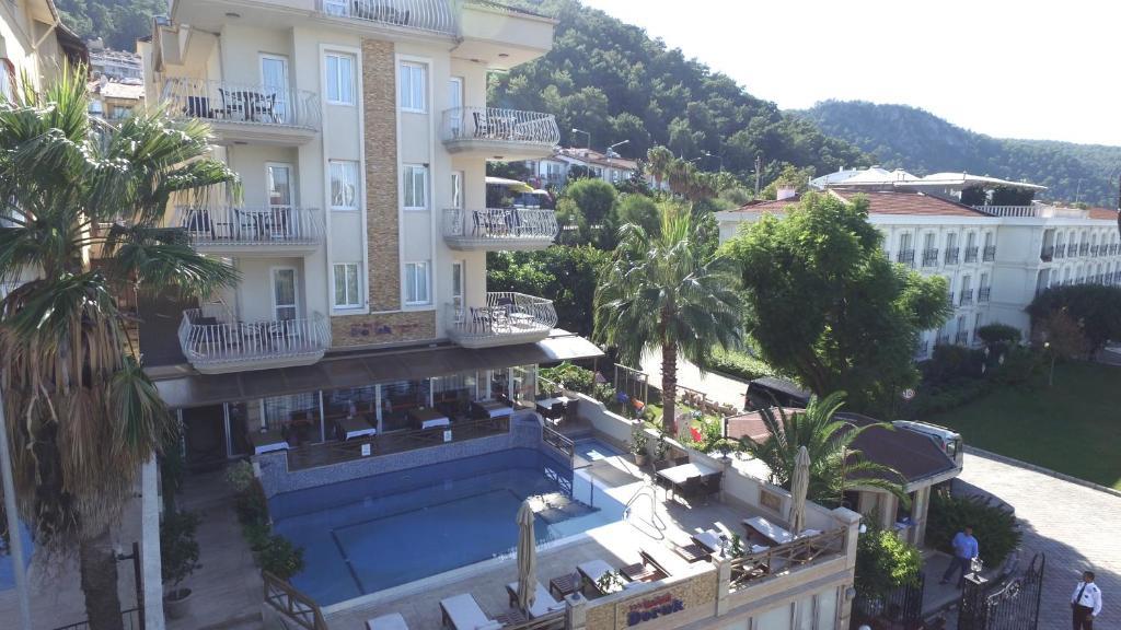Вид на бассейн в Hotel Doruk или окрестностях