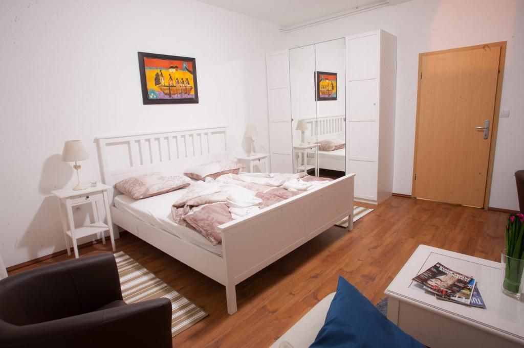 A bed or beds in a room at Guest House Nokturno