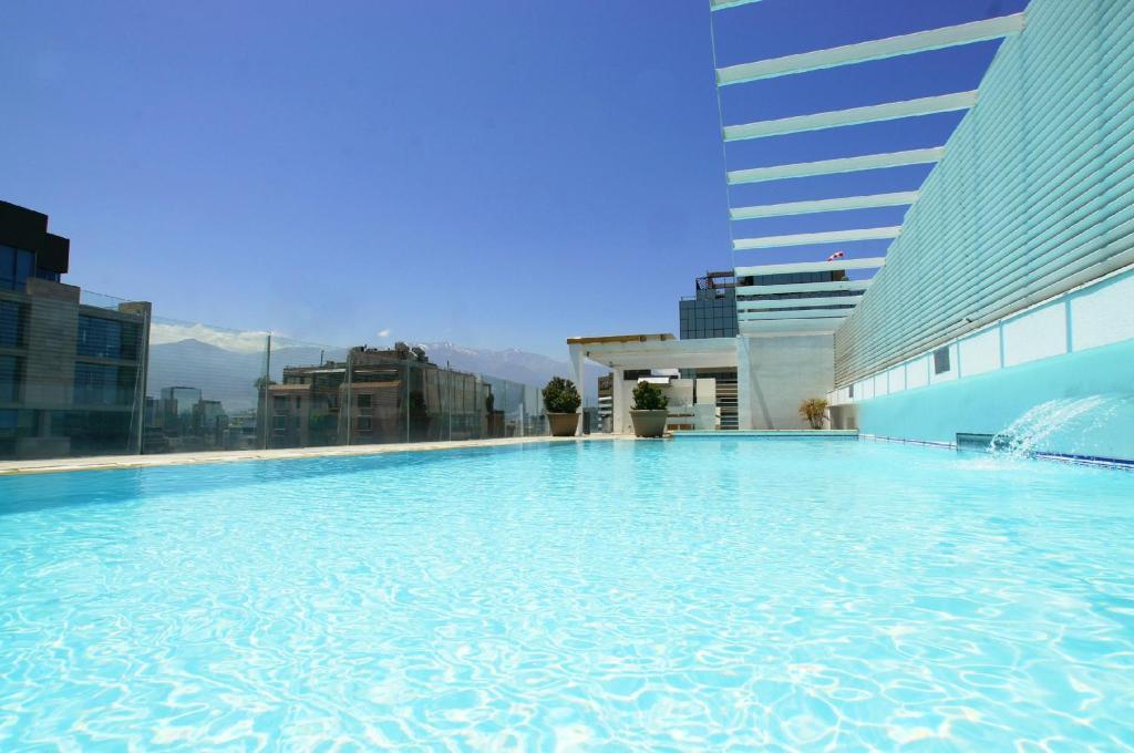 A piscina localizada em Alto Lyon ou nos arredores