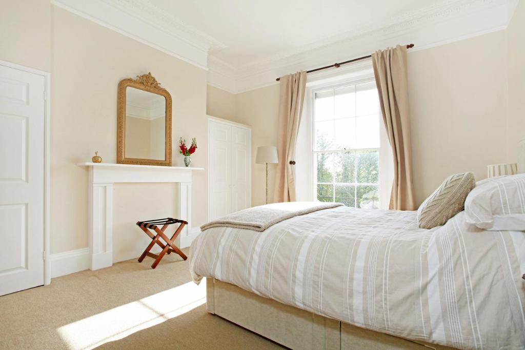 A bed or beds in a room at 01B 1 Clifton Terrace