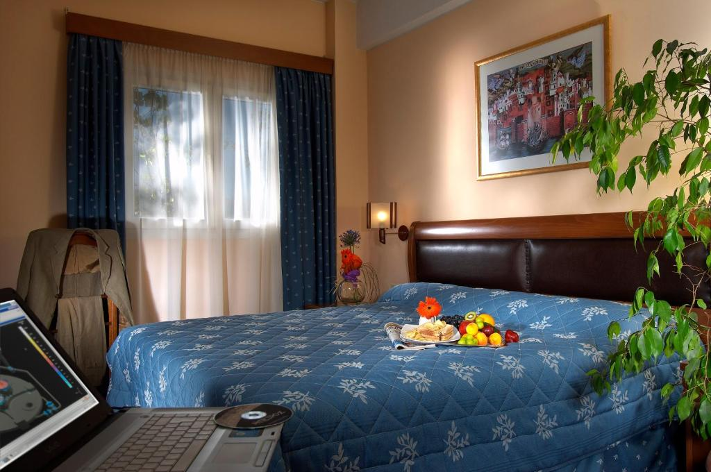 A bed or beds in a room at Byzantio Hotel