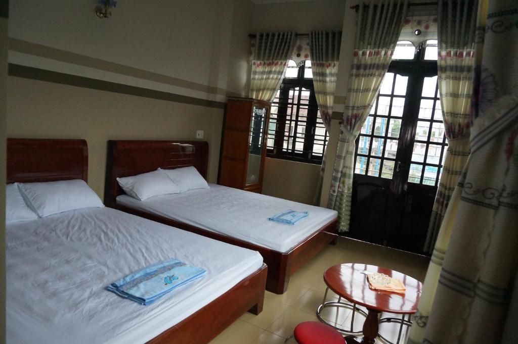 A bed or beds in a room at Thanh Lich Guesthouse