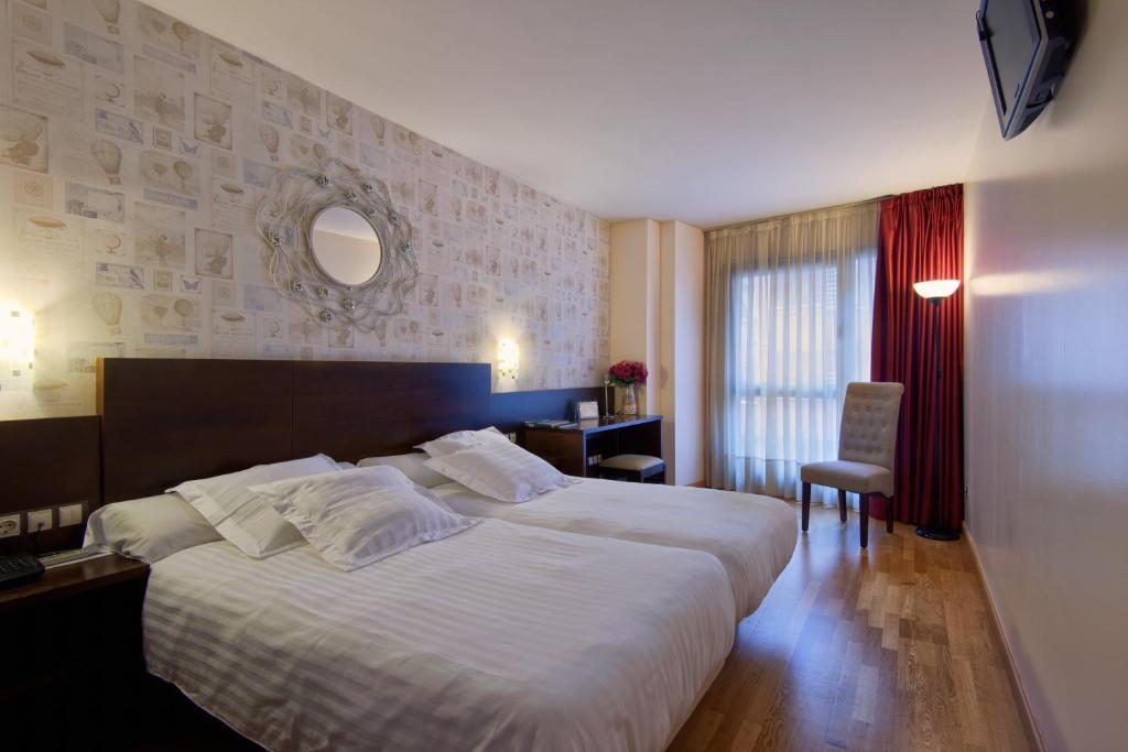 Uma cama ou camas num quarto em Hotel Castro Real