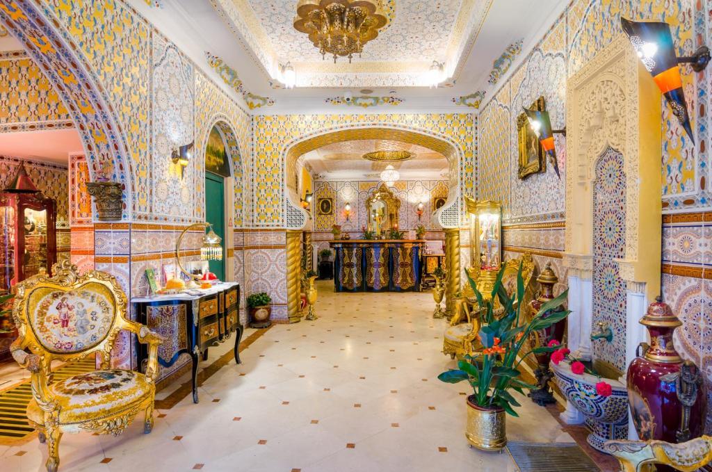 Ein Restaurant oder anderes Speiselokal in der Unterkunft Hotel Mozart