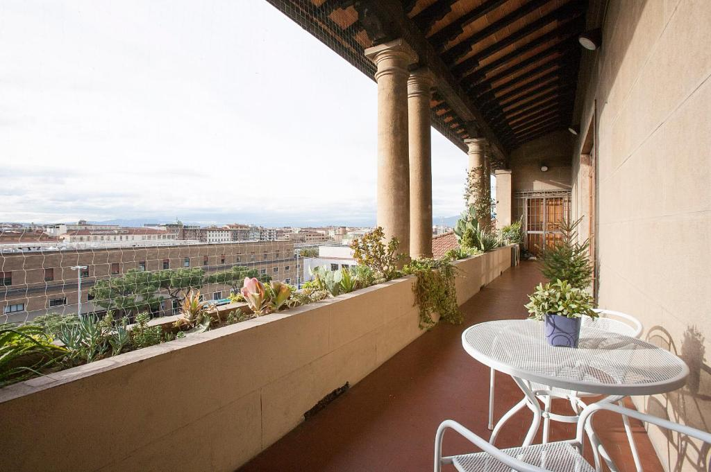 A balcony or terrace at La Gare Apartment