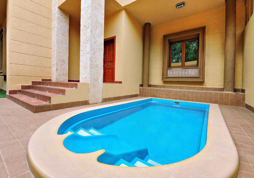 Swimming pool sa o malapit sa Auris Al Fanar Villas & Private Pools - Alshatieaa