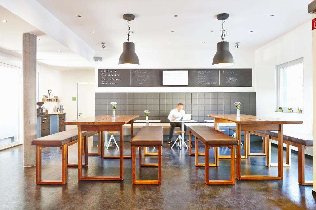 Ein Restaurant oder anderes Speiselokal in der Unterkunft a2 HOTELS Plochingen
