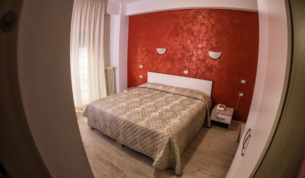Letto o letti in una camera di Tourist Hotel