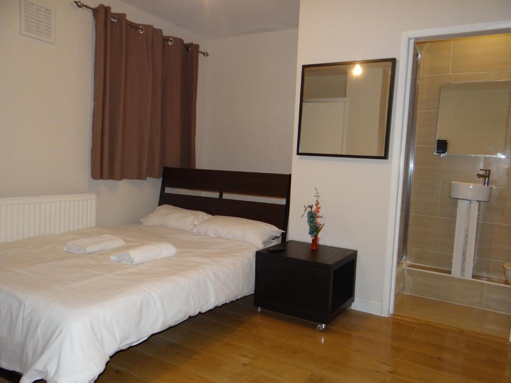Cama ou camas em um quarto em Vallance Road House