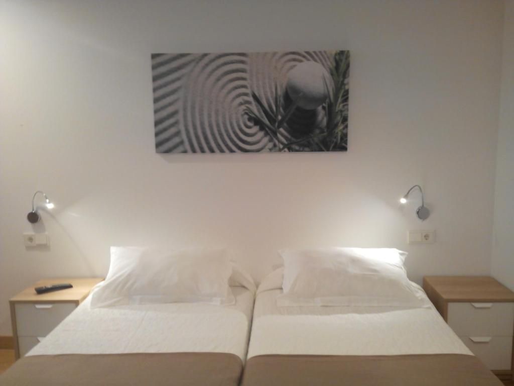 A bed or beds in a room at Pensión El Paseo