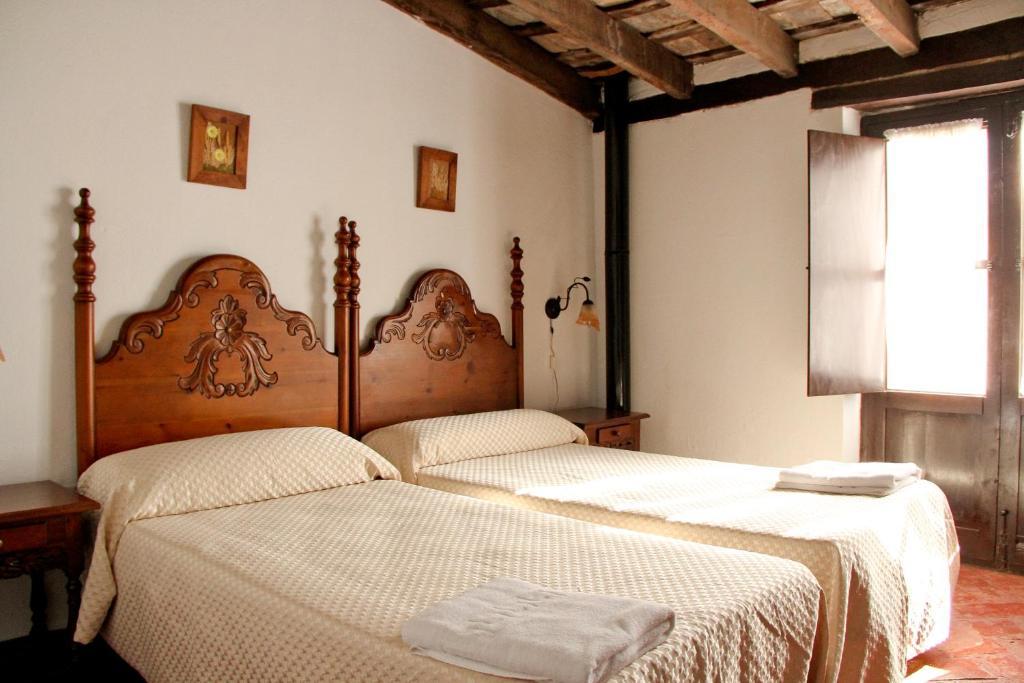 Cama o camas de una habitación en TUGASA Casas Rurales Castillo de Castellar