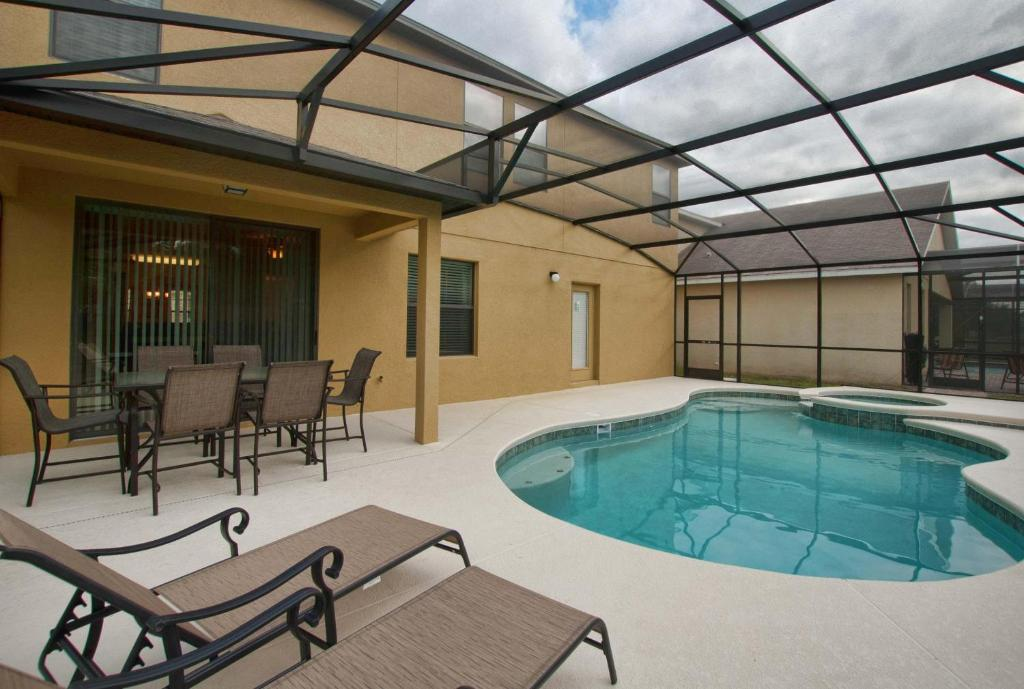 Cypress Pointe Six Bedroom House with Private Pool 6000