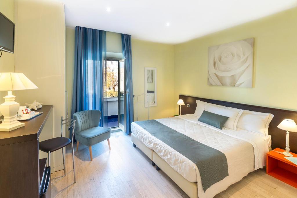 A bed or beds in a room at Pascucci Al Porticciolo Hotel