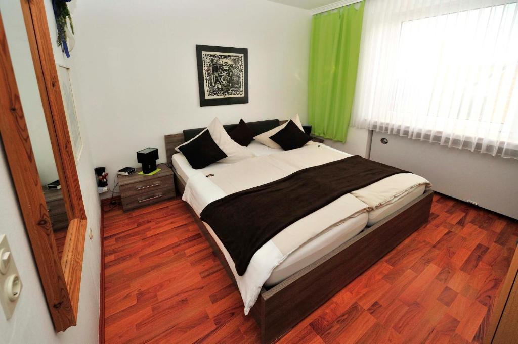 Ein Bett oder Betten in einem Zimmer der Unterkunft Hotel am Neuen Markt