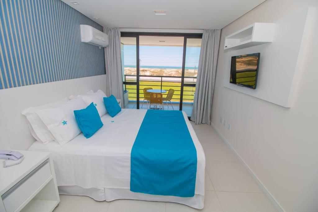 A bed or beds in a room at Ponta dos Molhes Beach Flat