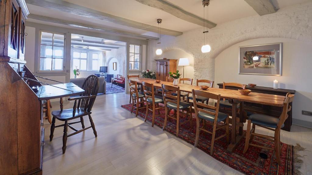 Ein Restaurant oder anderes Speiselokal in der Unterkunft Altstadt Apartments
