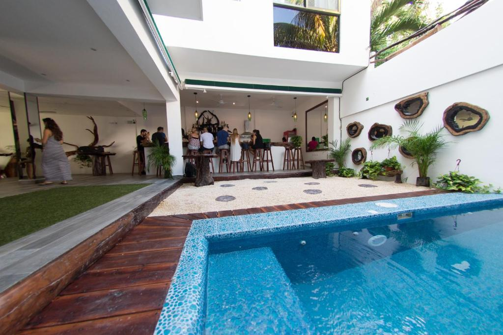 בריכת השחייה שנמצאת ב-The Green Village Boutique Hotel או באזור