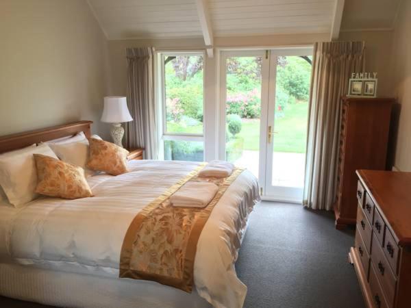 Легло или легла в стая в Rhododendron Garden