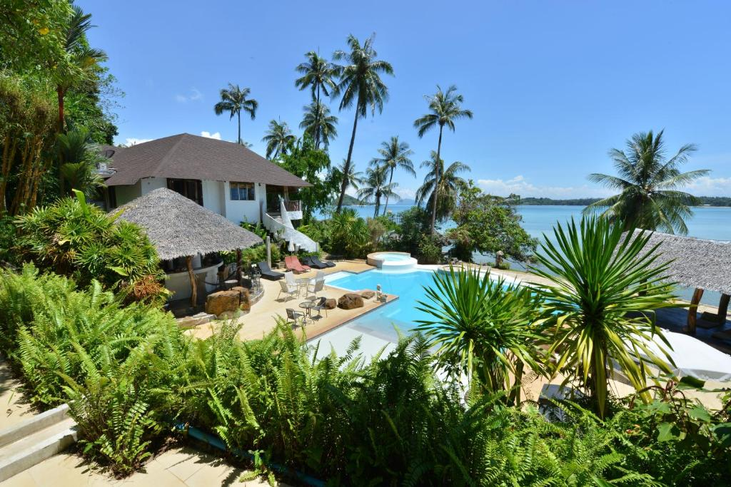 A view of the pool at Koh Mak Cococape Resort or nearby