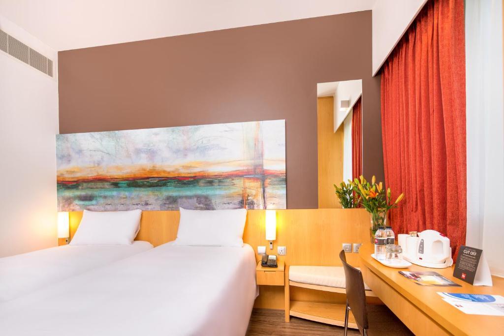 Cama ou camas em um quarto em Ibis One Central - World Trade Centre Dubai