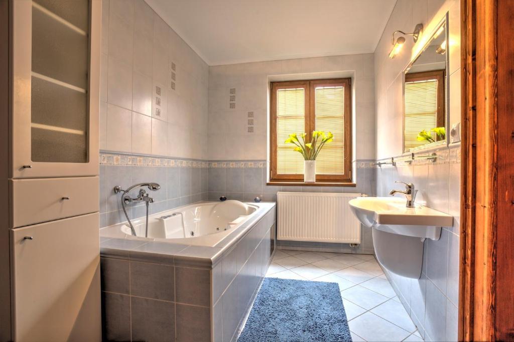 A bathroom at Penzión Grobský Dvor