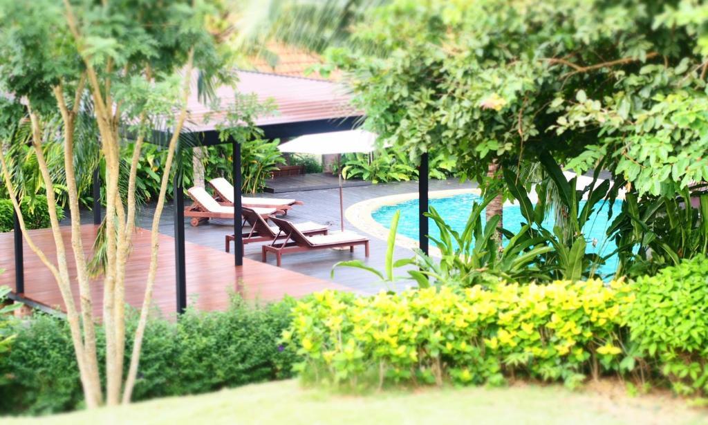The swimming pool at or near Chaw Ka Cher Tropicana Lanta Resort