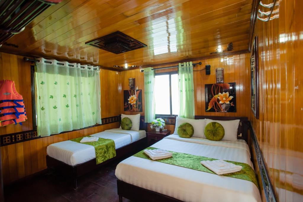 Een bed of bedden in een kamer bij Lemon Cruise