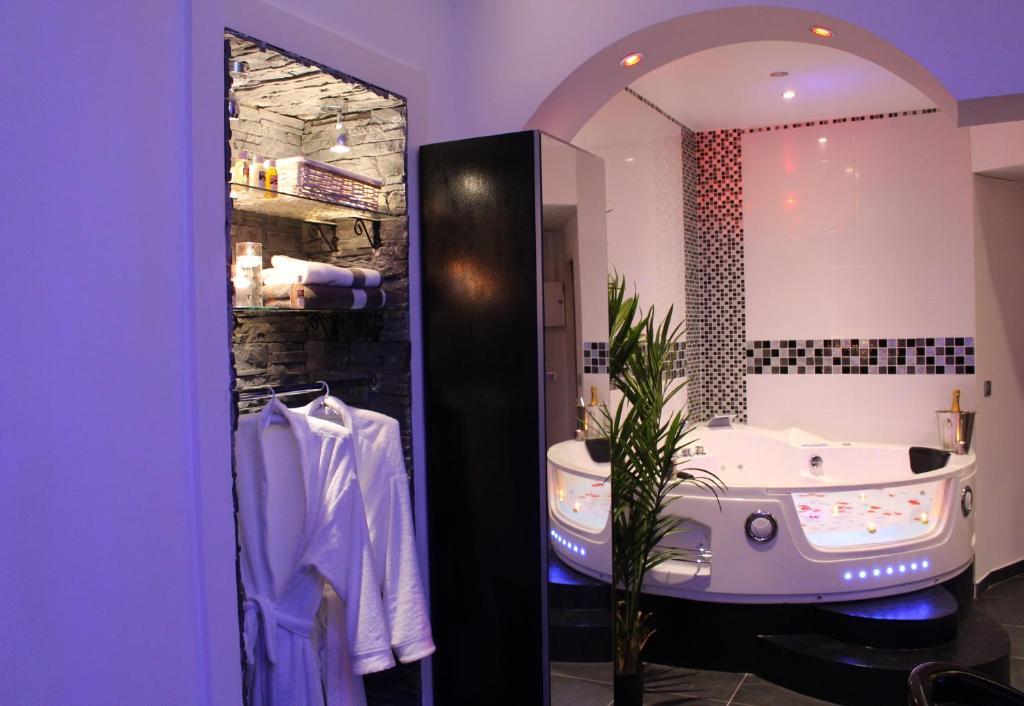 Apartment Le Love Spa Lyon France Booking Com