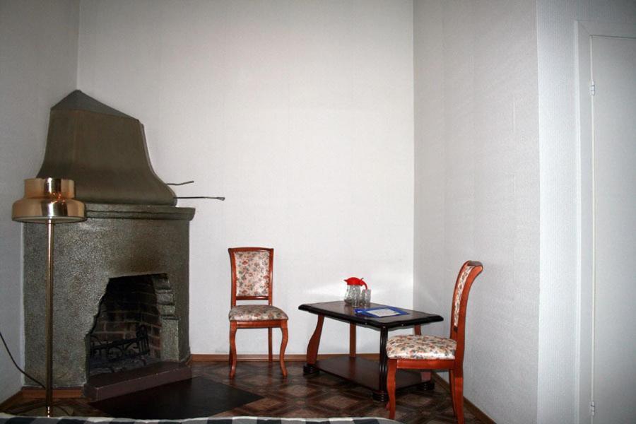 A seating area at Lesogorskaya estate RUUSYAVI