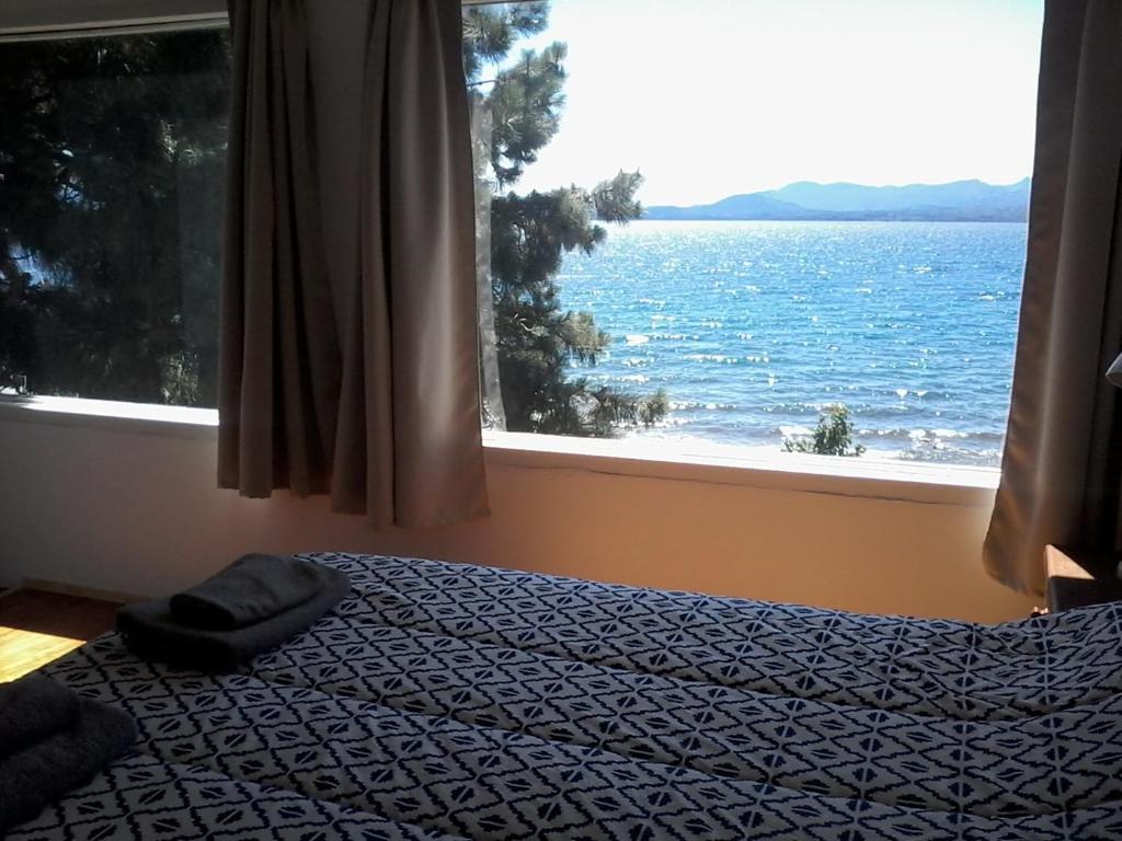 Una cama o camas en una habitación de San Benito de Palermo