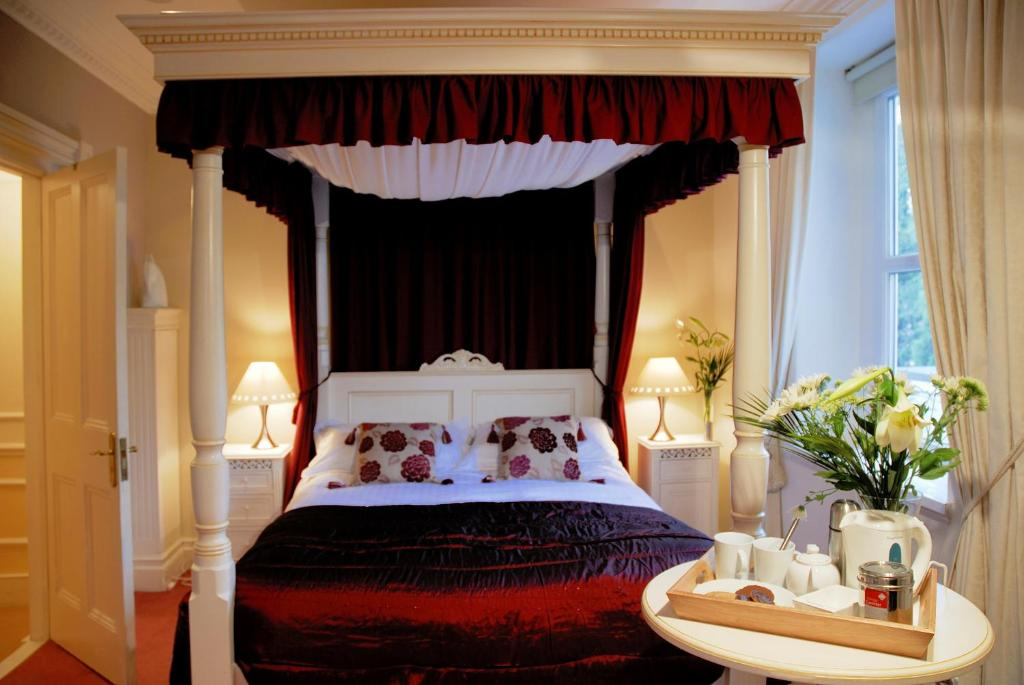 A bed or beds in a room at The Bath House Boutique Bed & Breakfast