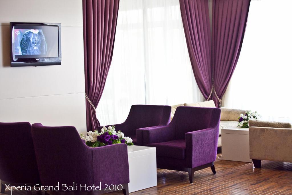 Гостиная зона в Xperia Grand Bali Hotel - All Inclusive