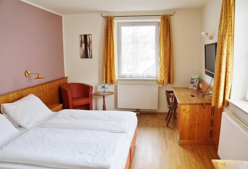 A bed or beds in a room at Gasthof zur Strass