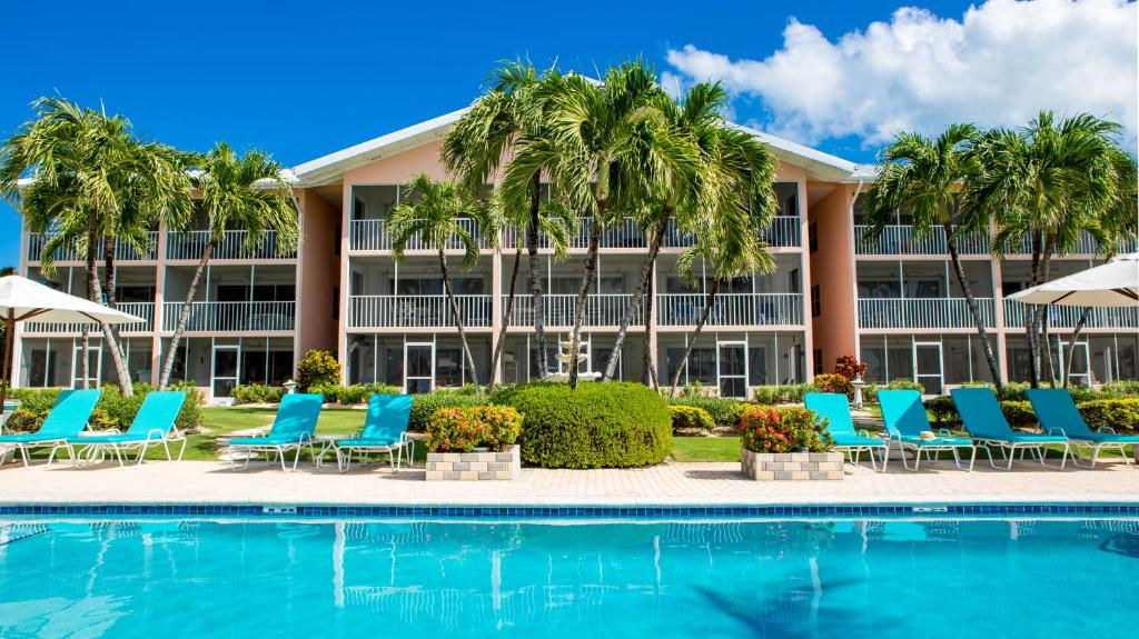 The swimming pool at or near Aqua Bay Club Luxury Condos