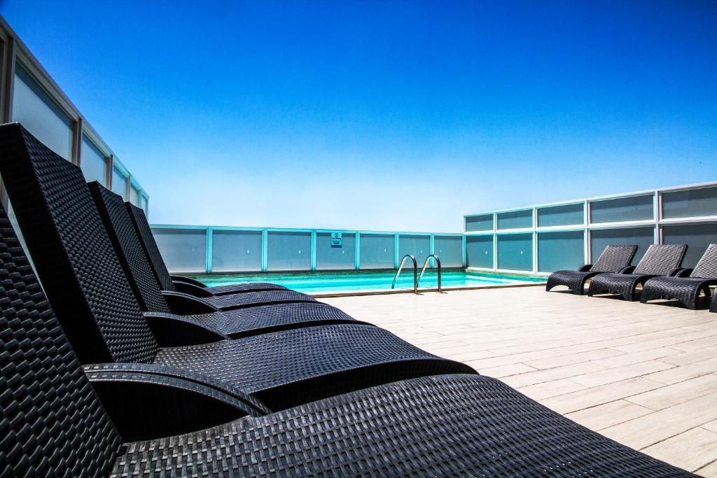 Piscina di Blubay Apartments by ST Hotels o nelle vicinanze