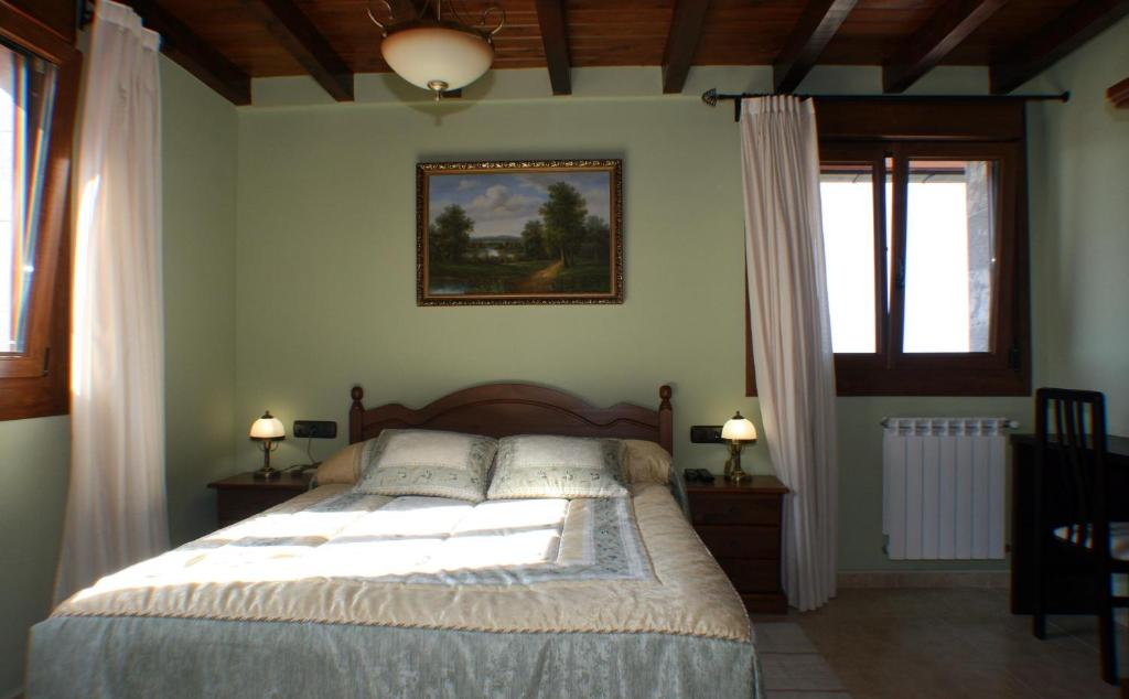 A bed or beds in a room at Casa Rural Pikua