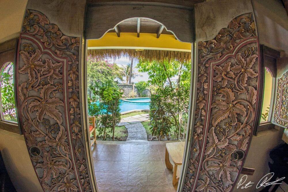 Uma vista da piscina em Life in Amed Boutique Hotel ou nos arredores
