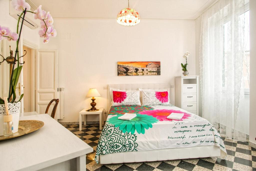A bed or beds in a room at Vatica B&B Roma