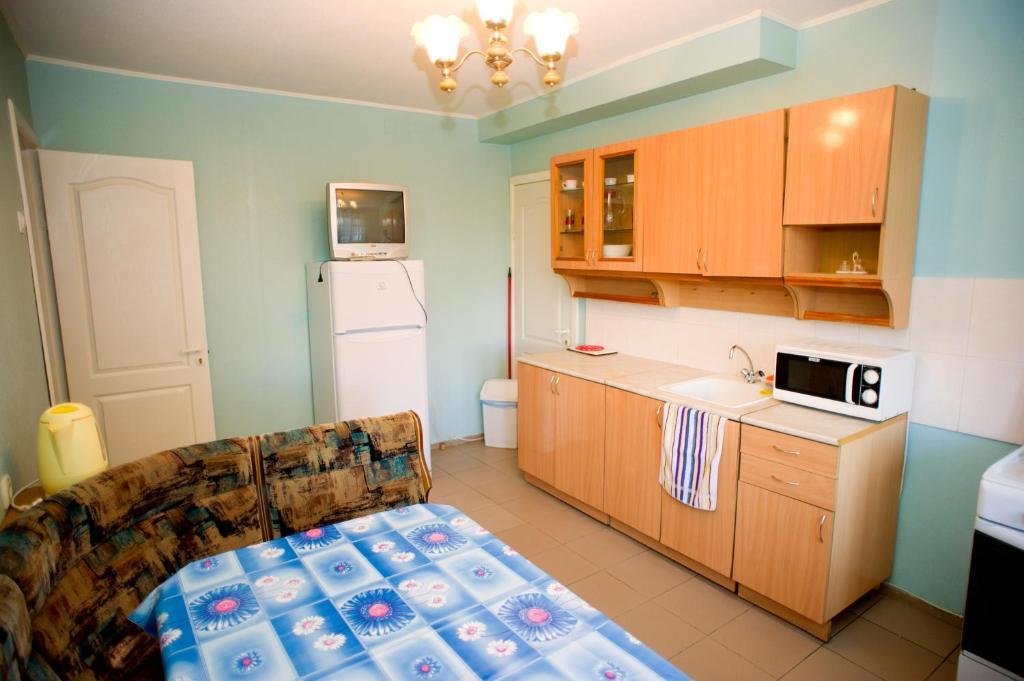 Кухня или мини-кухня в Hostel Trukhinova 3
