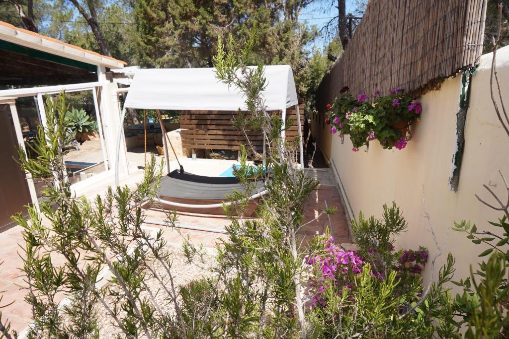 Villa Casa la Paloma formentera, Es Caló, Spain - Booking.com