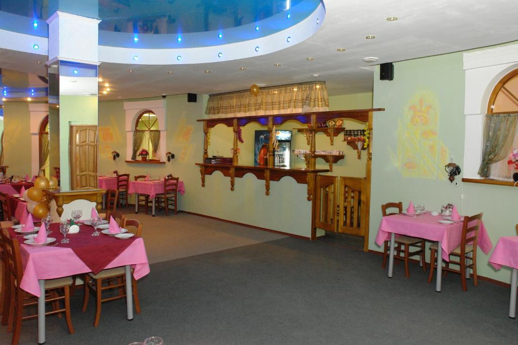 A restaurant or other place to eat at Hostel Vizit