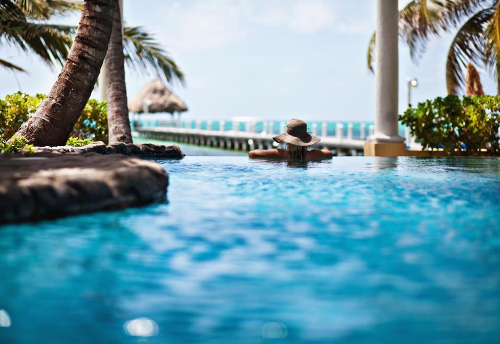 The swimming pool at or near Pelican Reef Villas Resort